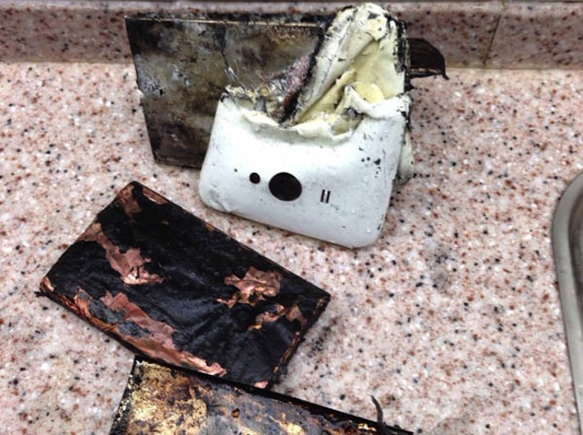 Xiaomi-phone-catches-fire-melts-and-explodes-in-China2
