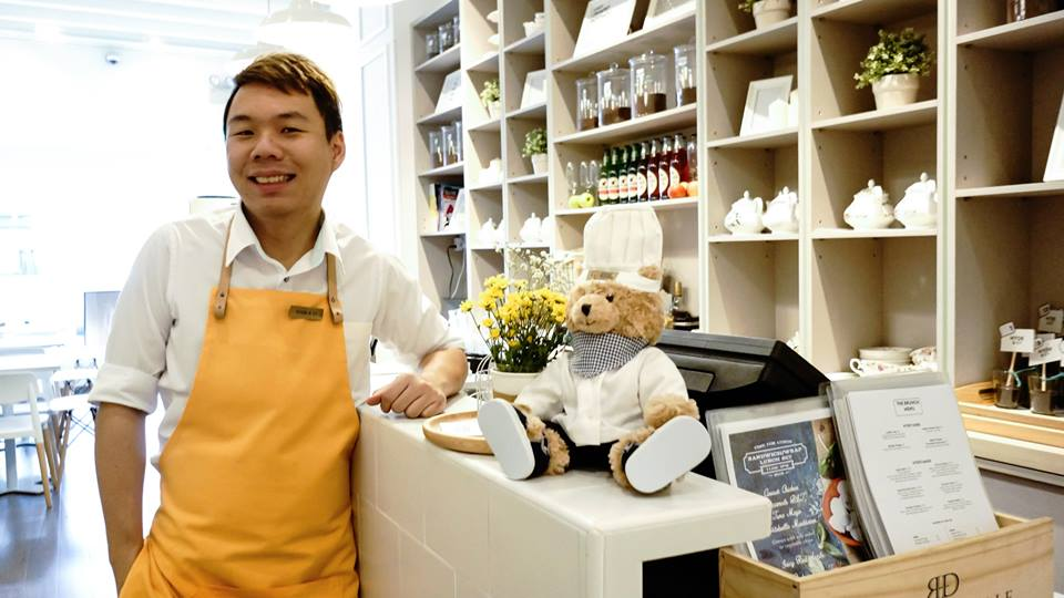 Derrick Chew, owner of Hyde & Co. with his yellow apron made by Mr. G (Image Credit: Facebook)