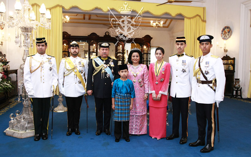 Sultan of Johor and his family members.
