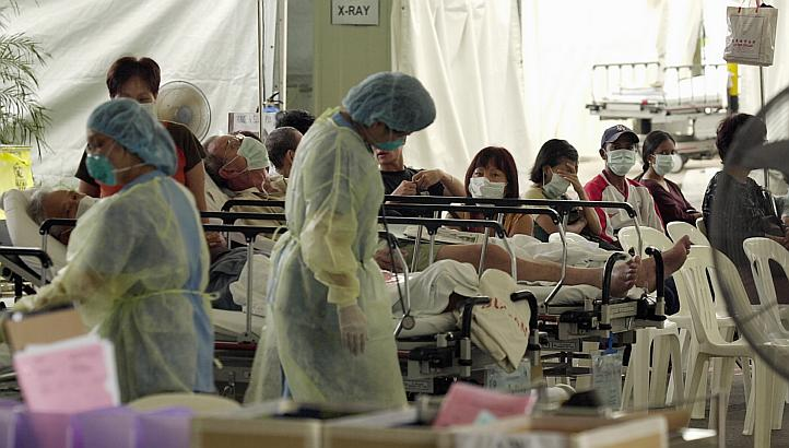 Scenes from Tan Tock Seng Hospital during the SARS outbreak in Singapore in 2003. (Image Credit: The Straits Times)