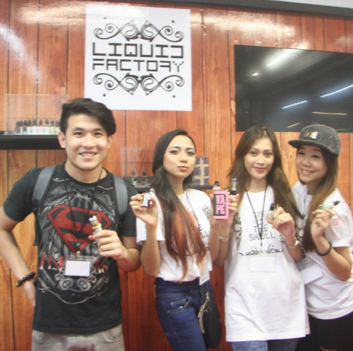 Co-founder Jeremy Ong, alongside the girls from Liquid Factory Malaysia. (Image Credit: VapeClubMy)