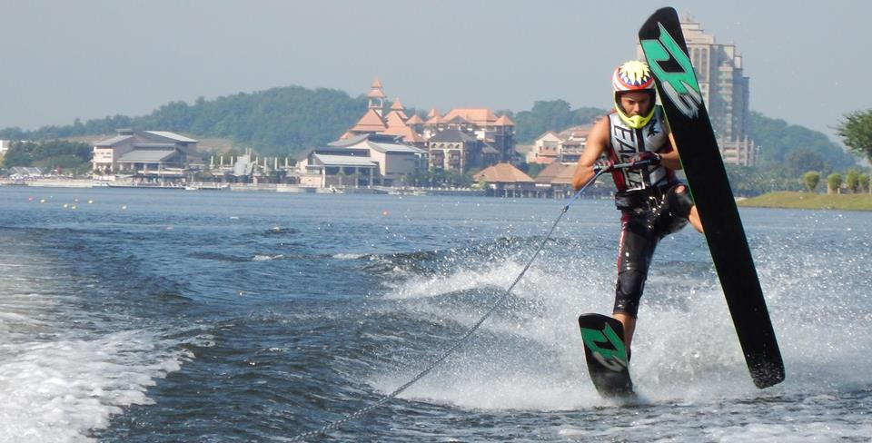 Alex Yoong wakeboarding