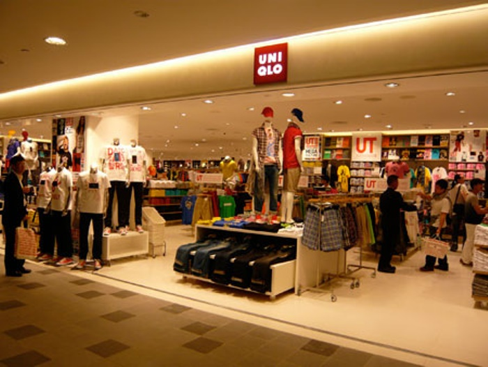 Uniqlo outlet at ION Orchard/ image credit: www.royalplazagroup.com.sg