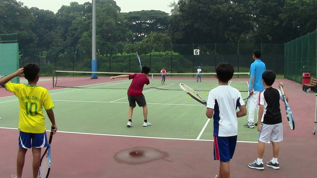 Children in a tennis lesson/ Image credit: Singaporeexapts.com