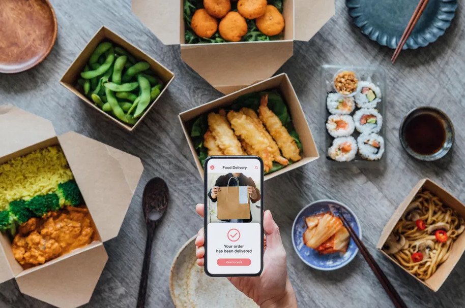 tiffinlabs cloud kitchen food delivery smartphone order
